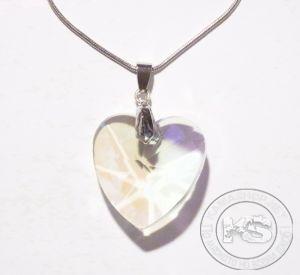 Колие с метална верижка и висулка-сърце (безцветна)