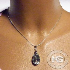 Колие със сребриста верижка и пендант-фасетиран кристал капка