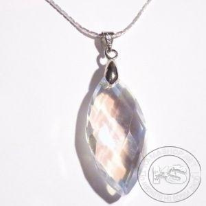 Колие със сребриста верижка и пендант-фасетиран кристал елипса